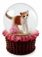 Kitten In Basket Snowglobe (no music)